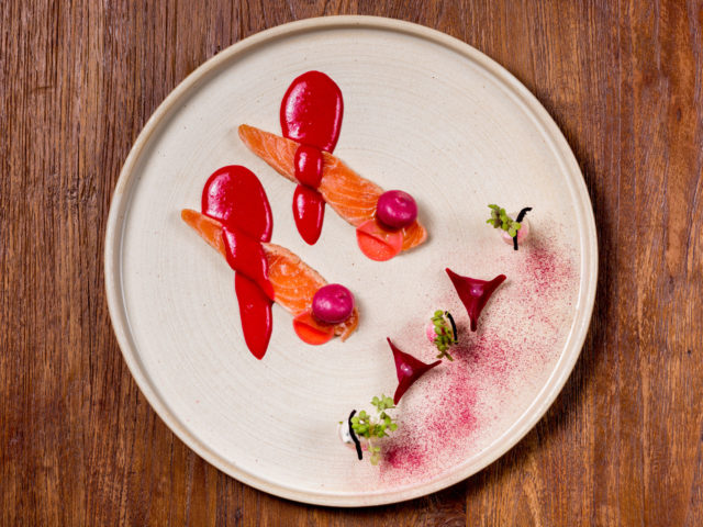 Lachs (Label Rouge), rote Beete Variationen
